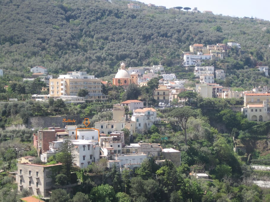 The flat is in a relaxed and picturesque area, in the little village of Seiano.