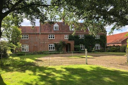 Beautiful 18th Century Farmhouse Hockering Heath o