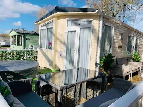 Luxury Holiday Home Happiness at Tattershall lake