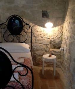 Falco Pellegrino, appartamento in pietra del 700 - Abbateggio