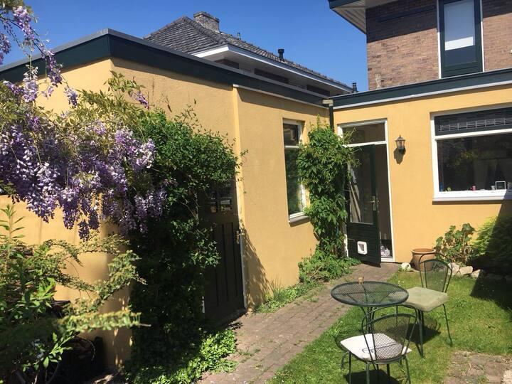 Huis in rustige wijk met zonnige achtertuin