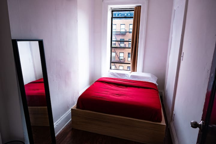 Deluxe cozy bedroom steps away from Times Square!