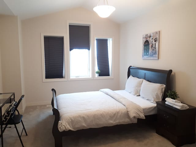 BEAUTIFUL ROOM NEAR NIAGARA FALLS,COLLEGE & BrockU