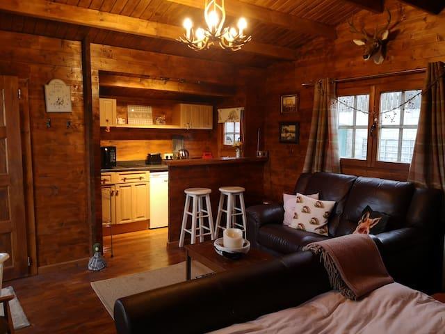 Cosy Balhaldie cabin on working farm