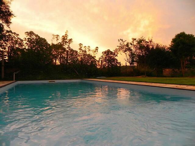 Casa de campo com piscina COM FOTOS - km 26 raposo
