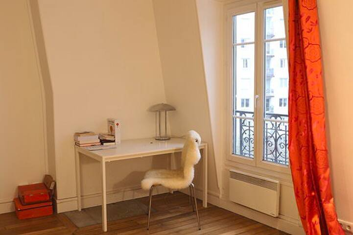 Small studio (27 sq. m.) close to the Eiffel Tower