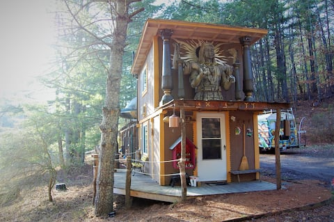 Tiny House amidst the forest (Movie-set Inspired!)