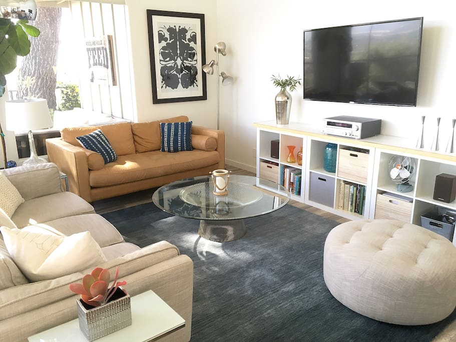 """Living room with 55"""" TV and sound system"""