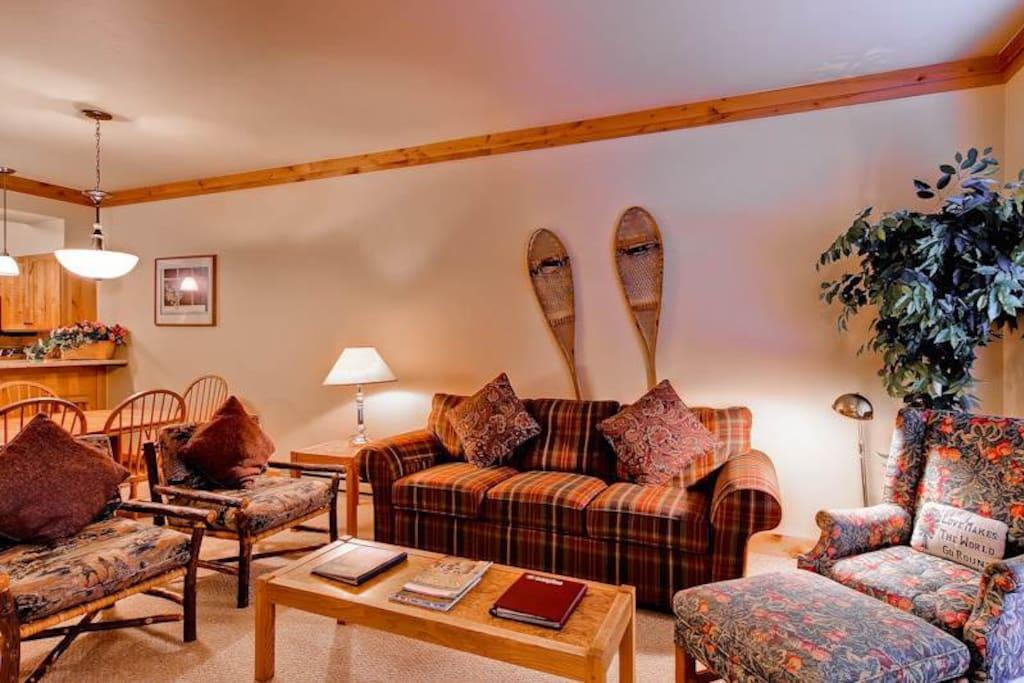 Furniture,Indoors,Room,Living Room,Home Decor