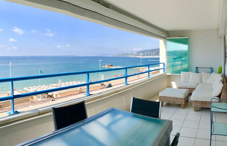1 Bdr with Large Sea Front Terrace & Garage
