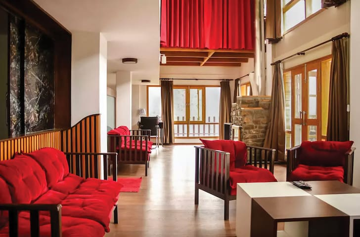 Beautiful Royal Suite in the Hills of Solan