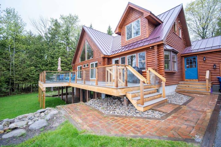 Beautiful Log Cabin on The Bay