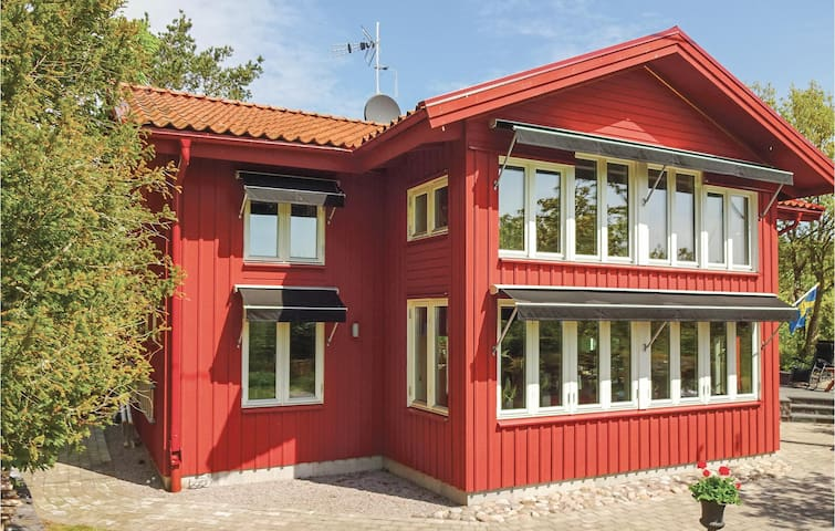 Holiday cottage with 2 bedrooms on 120 m² in Ronneby