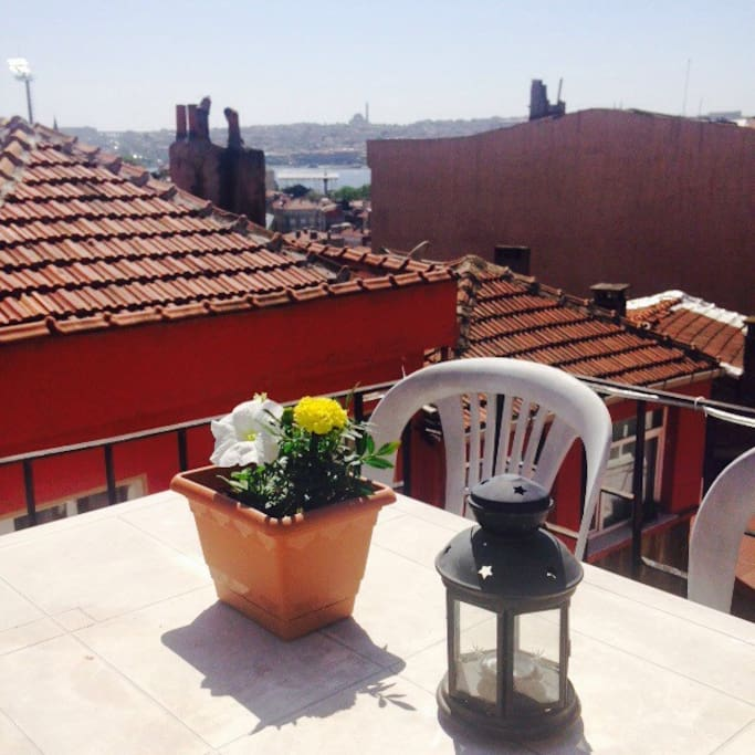 Why not relaxing at our terrace?! Enjoy your drink, have a coffee or do your breakfast overlooking the Golden Horn