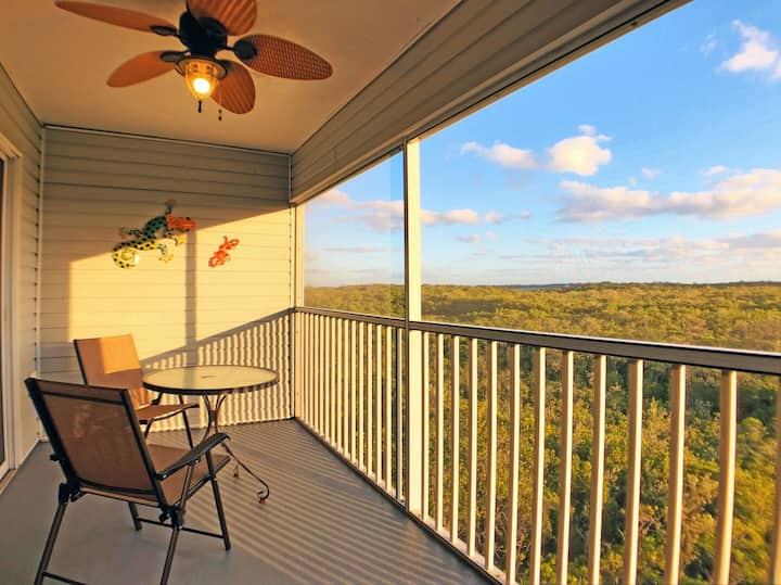 Expansive Views, Walk to Beach and Grocer