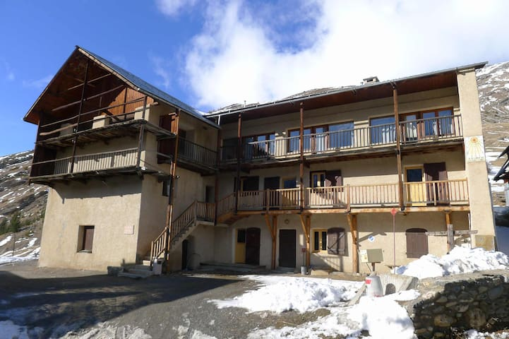Chalet le Genepy 5-bed room (ch 1)