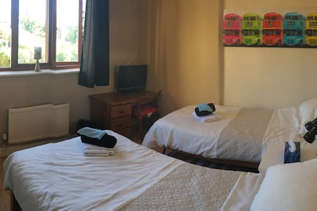 LETCHWORTH, Herts  Private room with 2 single beds