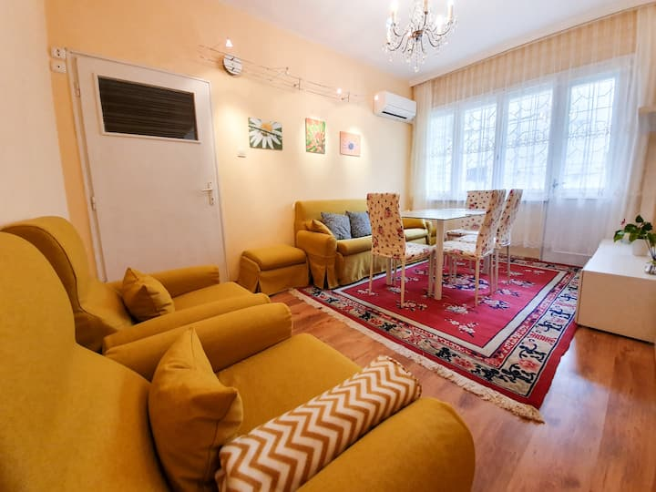 Central 2 bdr in city center, close to sea