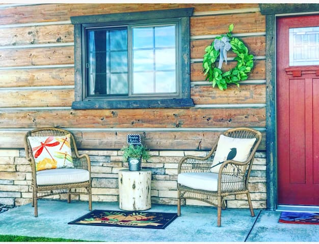 Ready to Relax? - Cozy Cabin close to downtown