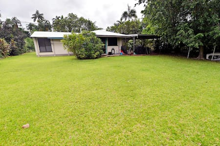 Neat house w large backyard close to CBD & airport - The Narrows