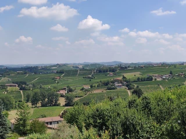 Casa con vista mozzafiato tra Langhe e Monferrato