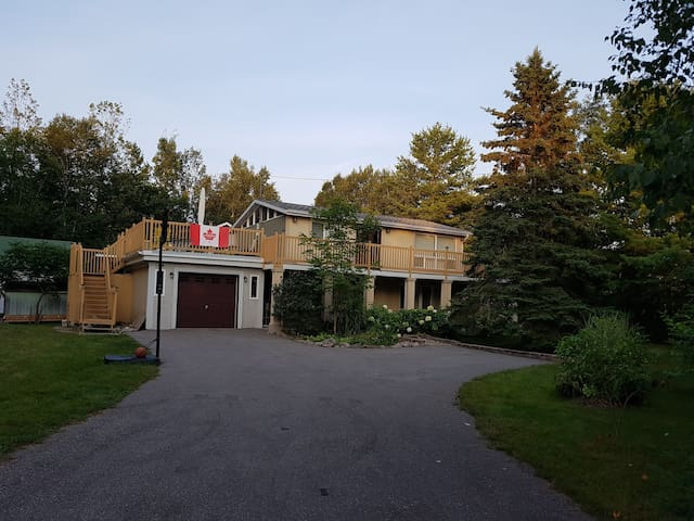 Whispering Willows -Just Steps from Georgian Bay!