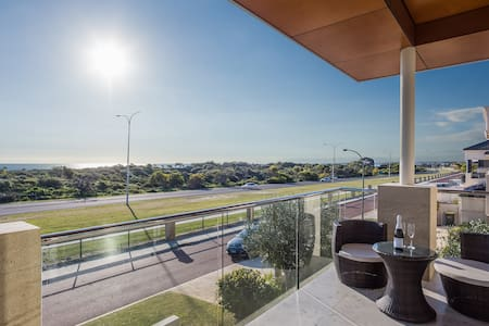 Contemporary Beachside Bliss - Hillarys
