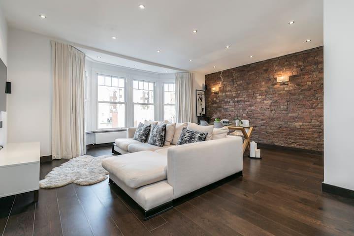 Large & Luxurious Penthouse Apartment - 2 b, 2 b