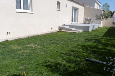 Villa de plain pied avec jardin - Gignac