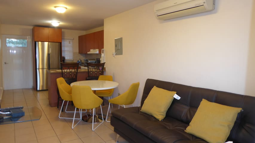 Ponce, Los Caobos apartment with terrace, BBQ, pkg
