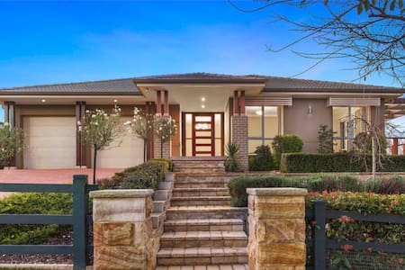 Executive home in new golf estate - Wilton - Huis