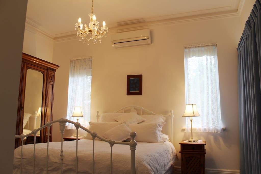 Salisbury Room. Bedroom 2