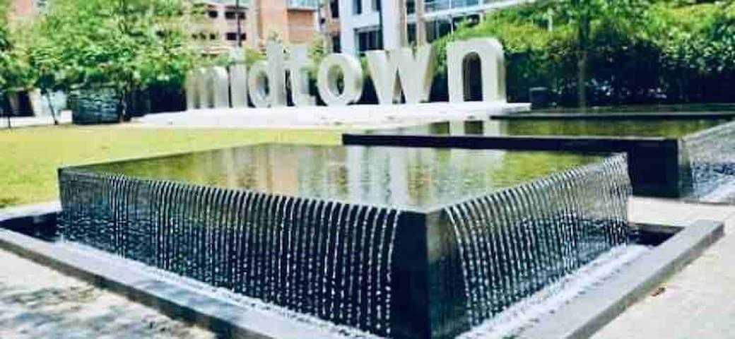 Cozy Downtown~Midtown Sleeps 4