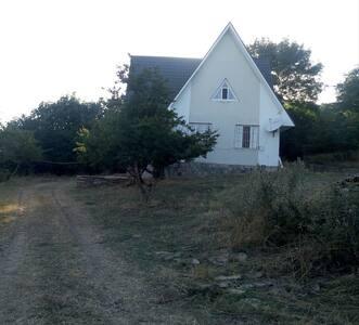 Уютный дом рядом с крепостью Чыраг.