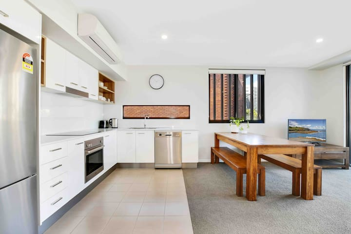 Modern Apartment - located heart of Mooloolaba!