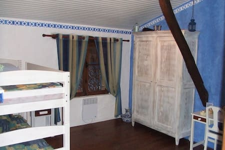 Blue room to share in house of character - Monclar-de-Quercy - Huis