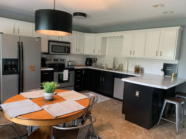 Kitchen; Spacious and recently updated; Dishwasher, stove/oven, microwave, and lots of cabinets; Keurig & French press along with plenty of local favorite Baxter's Coffee on-hand to start your morning or end your day. ☕️☕️☕️