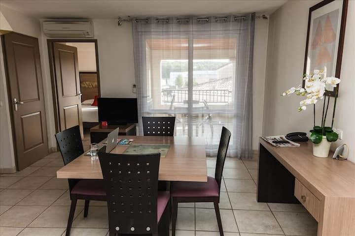 One bedroom appart for 4p access to swimming pool