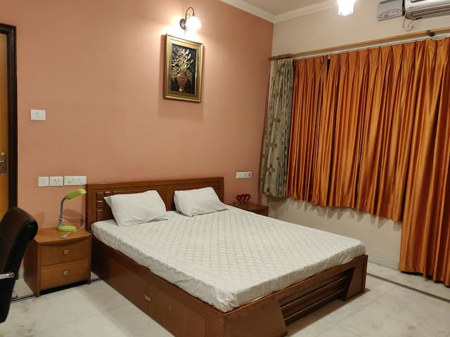 Beautiful Luxurious Private AC room CentreLocation