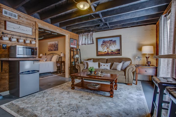☆Rustic & Private Apt☆ Downtown Franklin Retreat☆