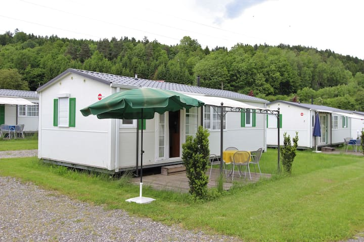 Nueva casa móvil de lujo en un camping pequeño y acogedor cerca de un lago
