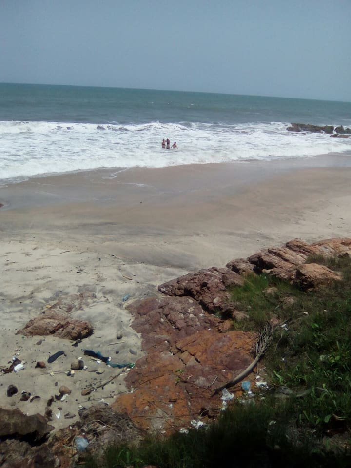 This is kokrobite ayekoo beach guesthouse view and cute private beach for your relax meditations ,you are well come to stay and enjoy to you drop respect and give thanks.