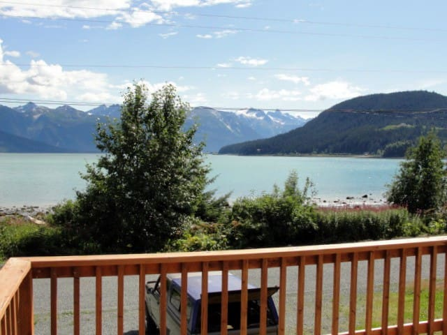Snapper's Inn 2 BR cottage water view in town - Haines