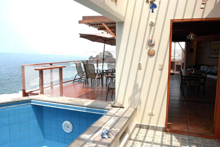 Playa Bikini, Punta Negra.  Frente al mar.