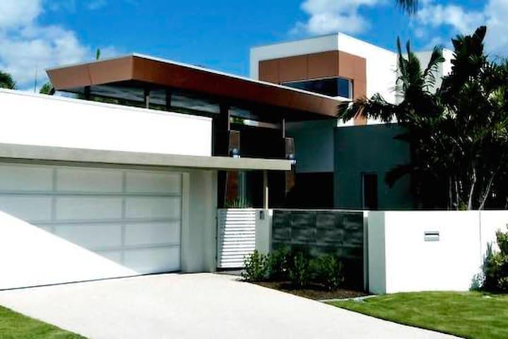 Waterfront luxury Gold Coast - Bundall