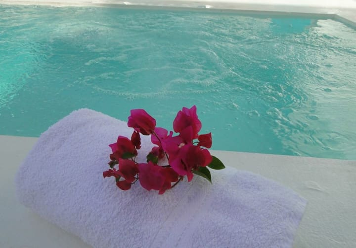 Private Studio with Pool/Jacuzzi & Gym