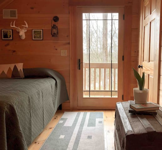 UPSTAIRS BEDROOM/BATH ONLY AVAILABLE/UNLOCKED FOR GROUPS OF 3+.