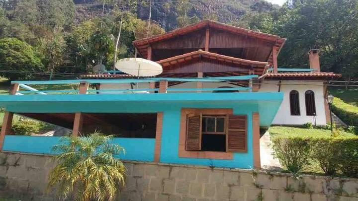 Linda casa de campo em condomínio fechado