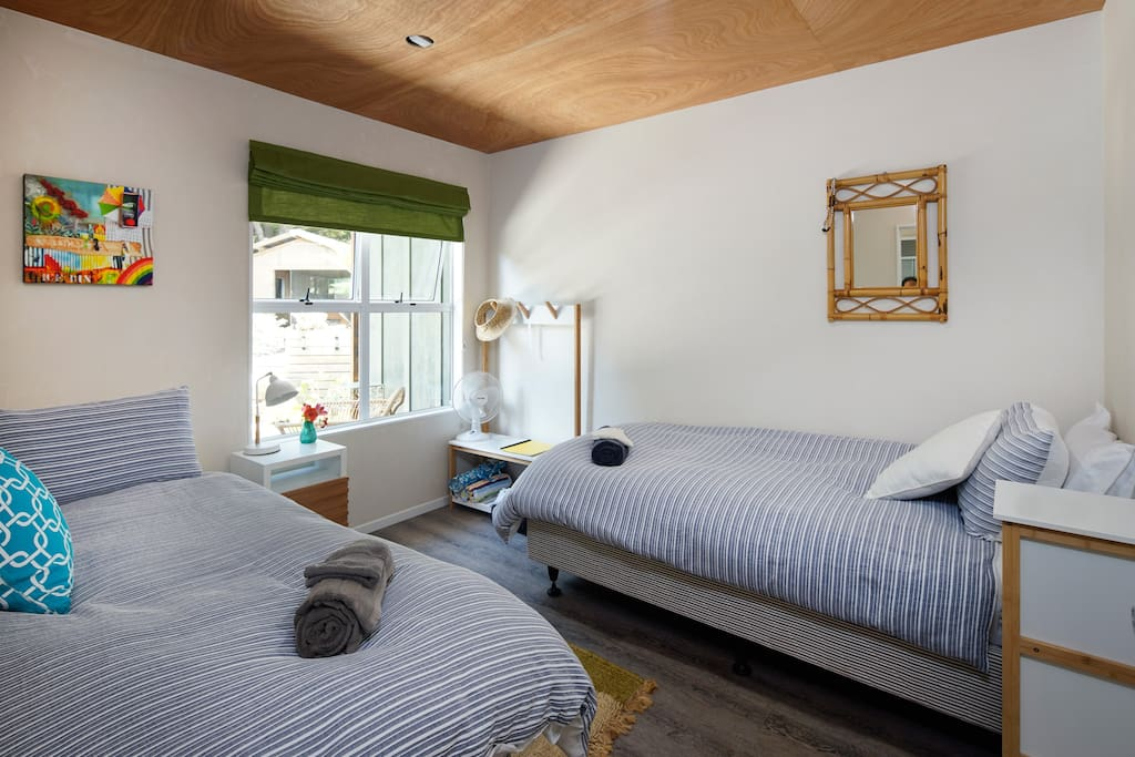 Room set as either 2 single beds or 1 King bed