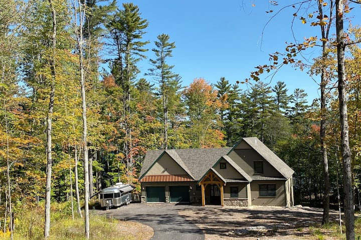 Brand New Lake Front Lodge on Long Lake in Maine